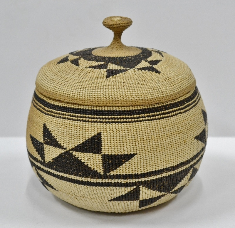 Finely woven Hupa area lidded Basket Bew#805