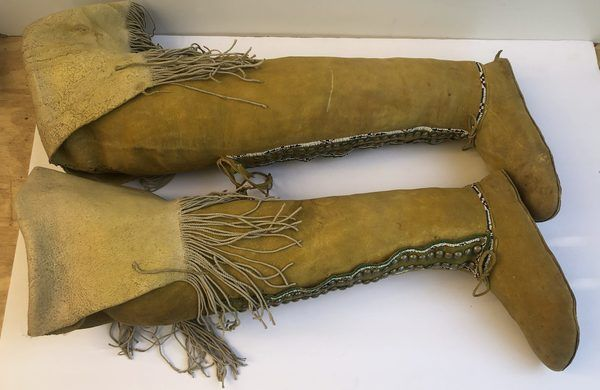A great pair of Native American High Top Comanche Women's Moccasins. Moccs are in fair, vintage condition. A few minor stains and bottoms shoe wear (see pics.)