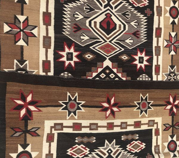 Native American Navajo Bisti Rug in Excellent Condition approximately 1920s to 1930s