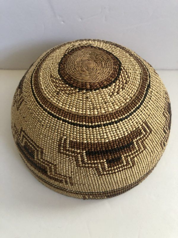 """Hupa Hat Circa 1930 in excellent condition. 7"""" diameter"""